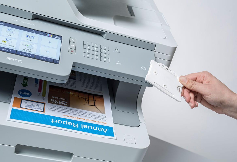 Utskrift med Secure Print Plus og NFC kort