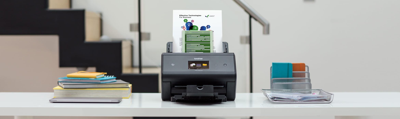 ADS3600W bordskanner med ark i dokumentmateren