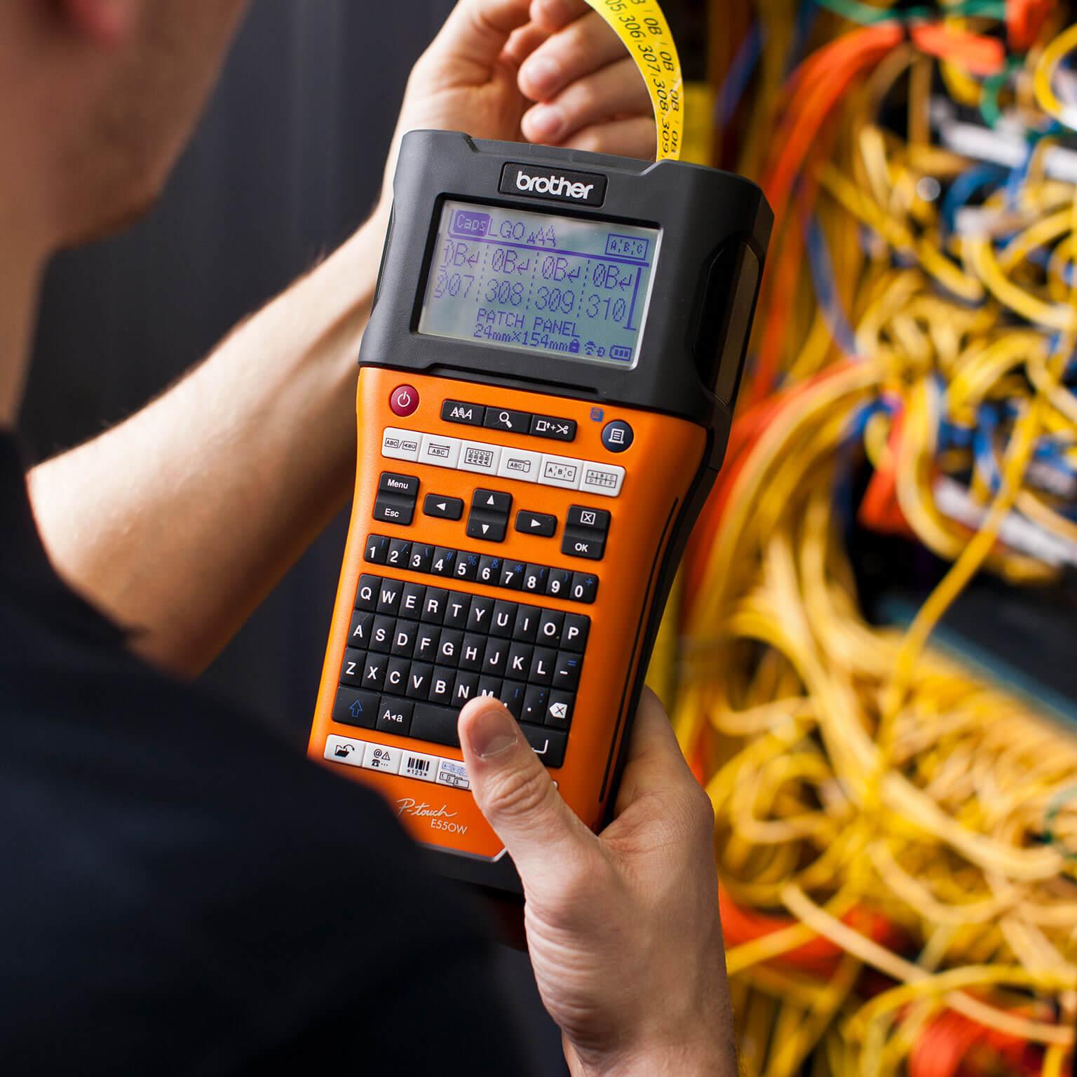Brother PTE550W og merkelapp for nettverks infrastruktur