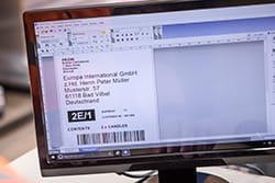 Dataskjerm som viser P-touch Editor, en programvare for etikett design