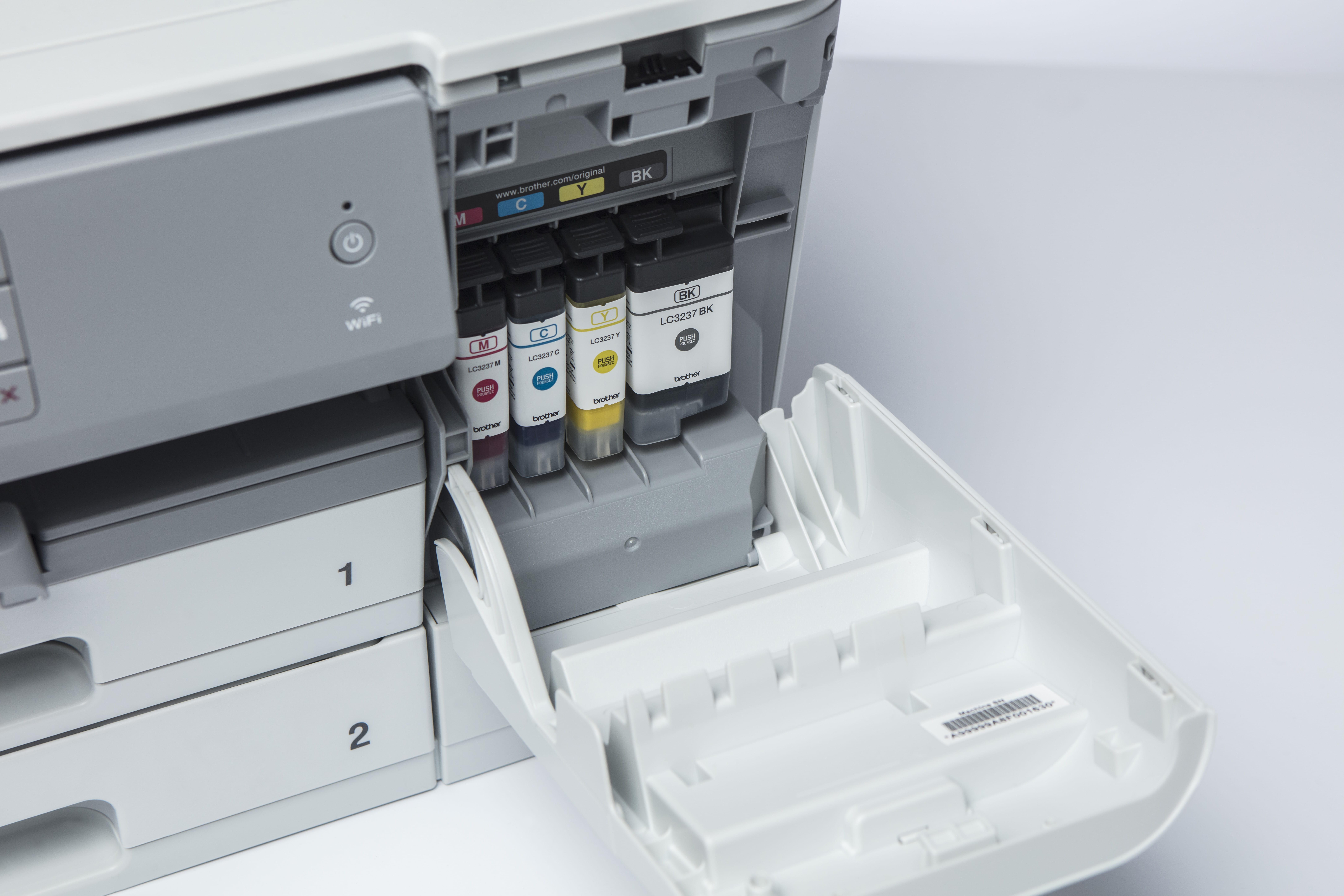 Blekkpatroner installert i Brother HL J6000DW blekkskriver
