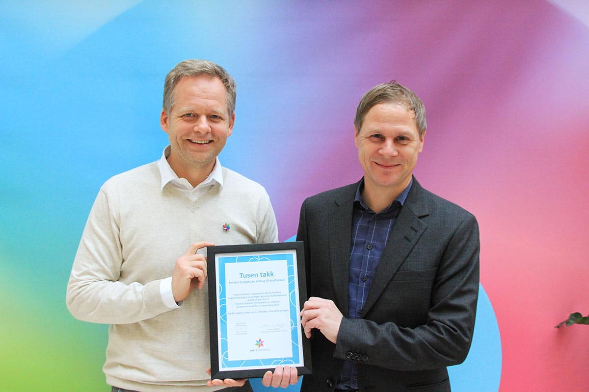 Geir Langedrag med diplom fra Kreftforeningen