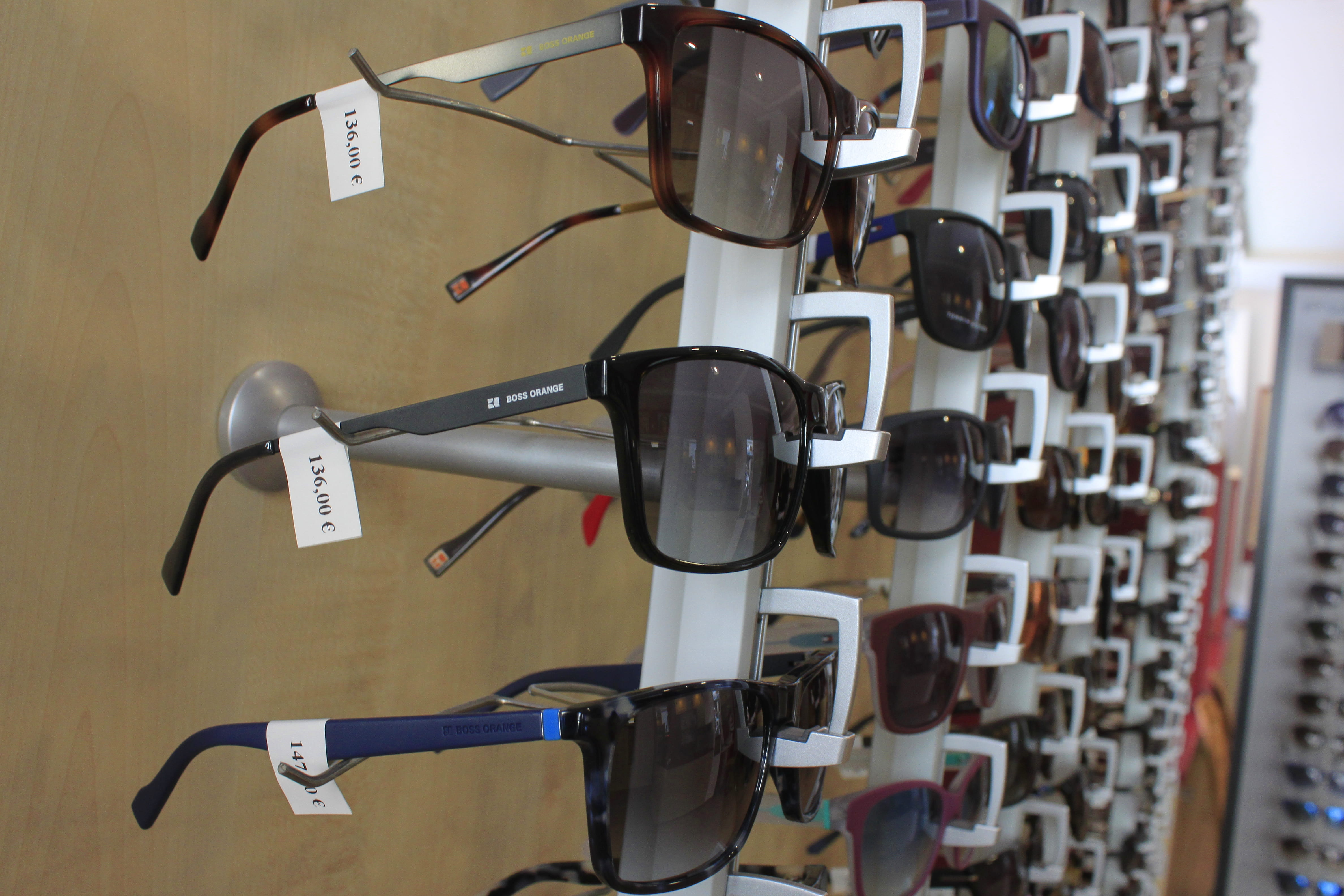 Briller med merkelapp