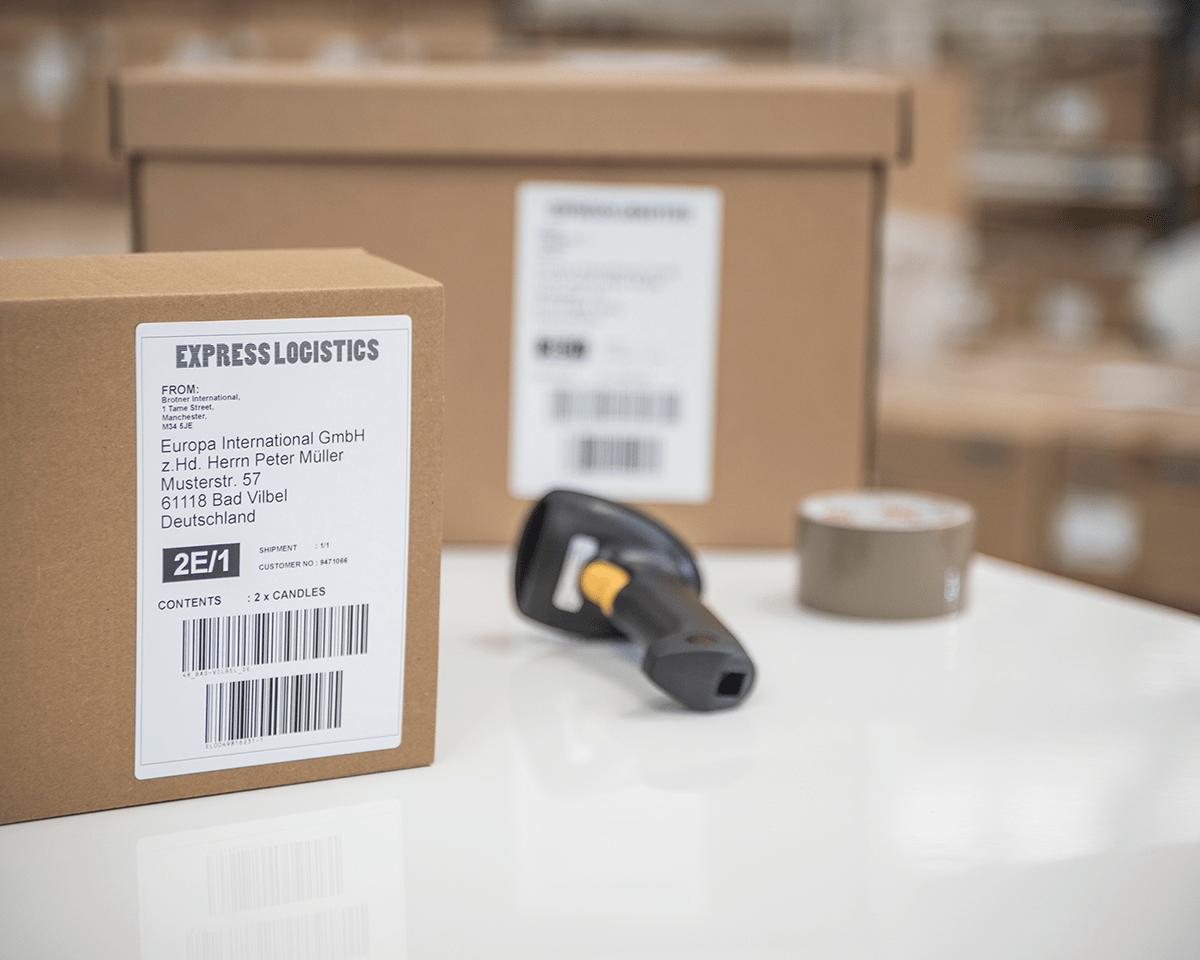 QL1100 etikettskriver for utskrift av leveranseetiketter i bredt format med strekkoder 4