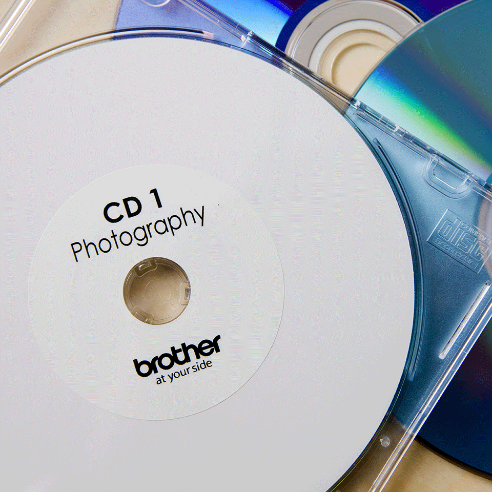 Brother original DK11207 CD og DVD etiketter i plastfilm i fast format - sort på hvit, 58 mm i diameter 2