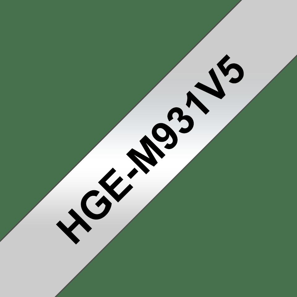 Original Brother HGeM931V5 høykvalitets merketape – sort på matt sølv, 12 mm bred