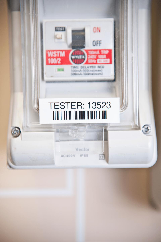 Original Brother TZe241 merketape – sort på hvit, 18 mm bred 4