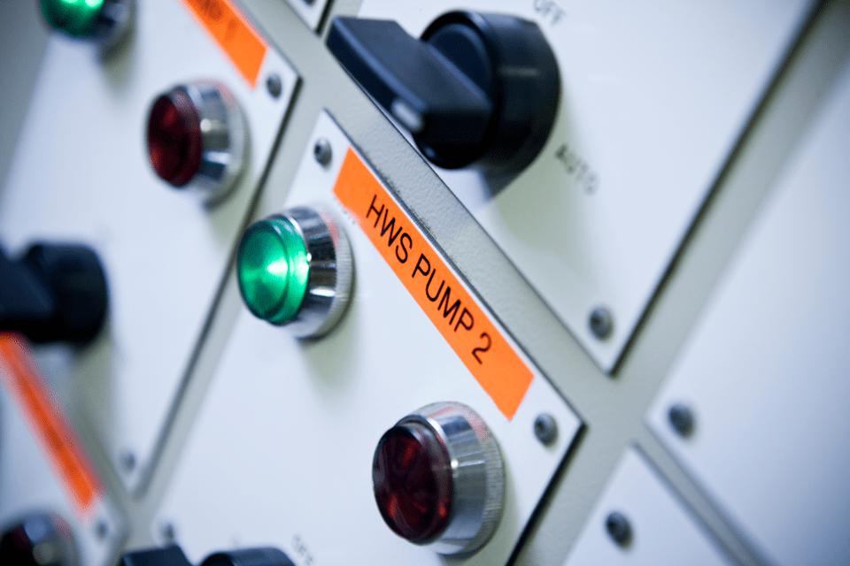 Original Brother TZeB51 merketape – sort på fluorescerende oransje, 24 mm bred 4