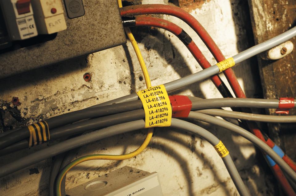 Original Brother TZeFX661 fleksibel ID merketape – sort på gul, 36 mm bred 4