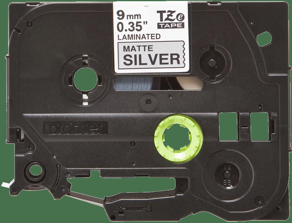 Original Brother TZeM921 merketape – sort på matt sølv, 9 mm bred 2