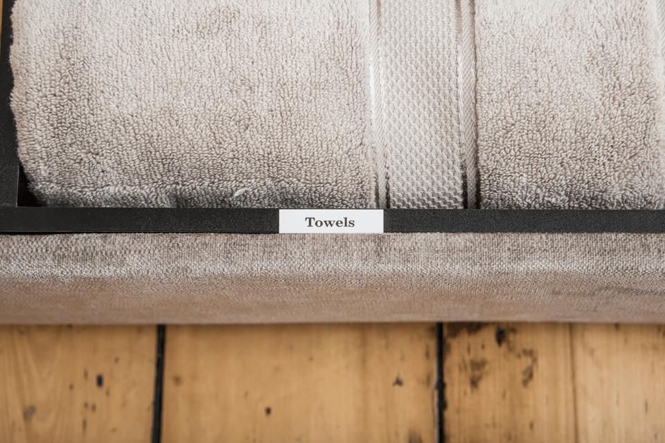 Original Brother TZeN241 ulaminert merketape – sort på hvit, 18 mm bred 4