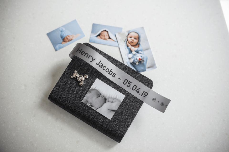 Originalt Brother TZeR951 silkebånd – sort på sølv, 24 mm bred 4
